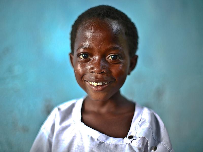 Voldtatt jentebarn som har fått hjelp av Dina-stiftelsen.